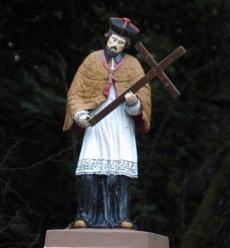 Figurka św. Jana Nepomucena nad rzeką Wel