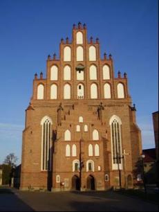 Gotycki kościół pw. Najświętszego Serca Pana Jezusa w Żarach