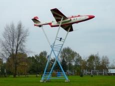 Samolot - pomnik Iskra