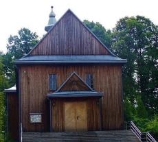 Drewniany Kościół i Neogotycki Spichlerz w Zmiennicy