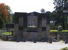Pomnik rozstrzelanych przez SS w 1944 roku w Lubatowej
