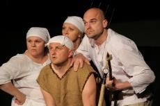 """""""Wojna Chłopska"""" - spektakl w wykonaniu Amatorskiej Grupy Teatralnej"""