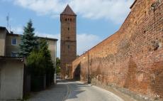 Mury obronne z basztą z  XVI wieku