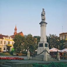 Pomnik Kazimierza Wielkiego na rynku w Bochni