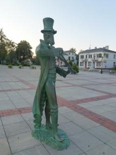 Pomnik chrząszcza na rynku w Szczebrzeszynie