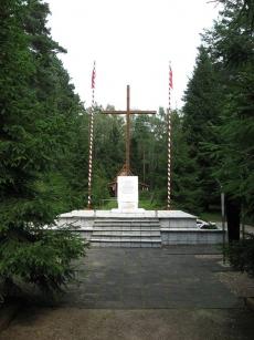 Pomnik ku czci zamordowanych w Lesie Białuckim