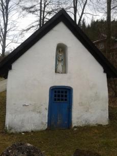 Kapliczka przy wąwozie Homole w Jaworkach